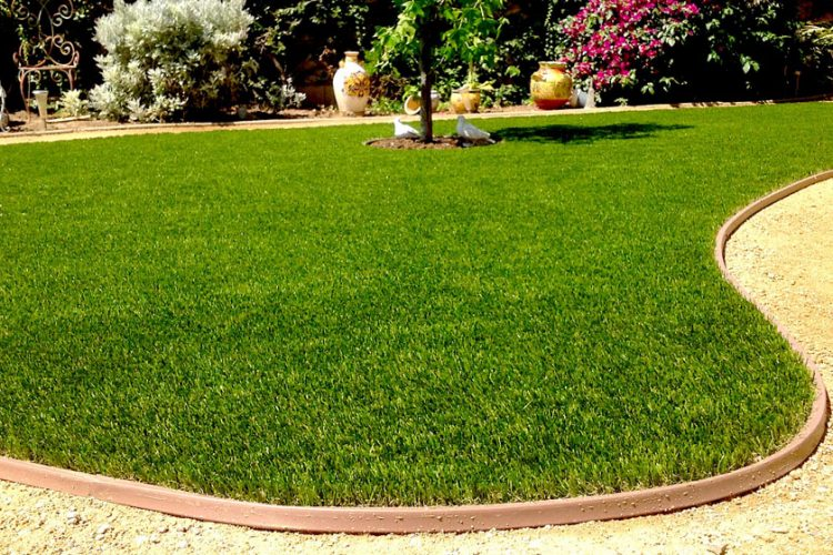 3 Artificial Lawn Supplies for Easier Install