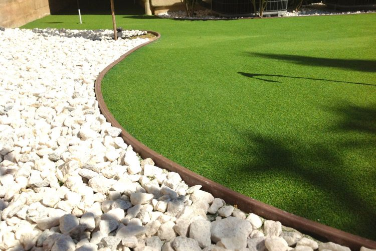 Good Lawn Edging for Artificial Grass Doesn't Creep