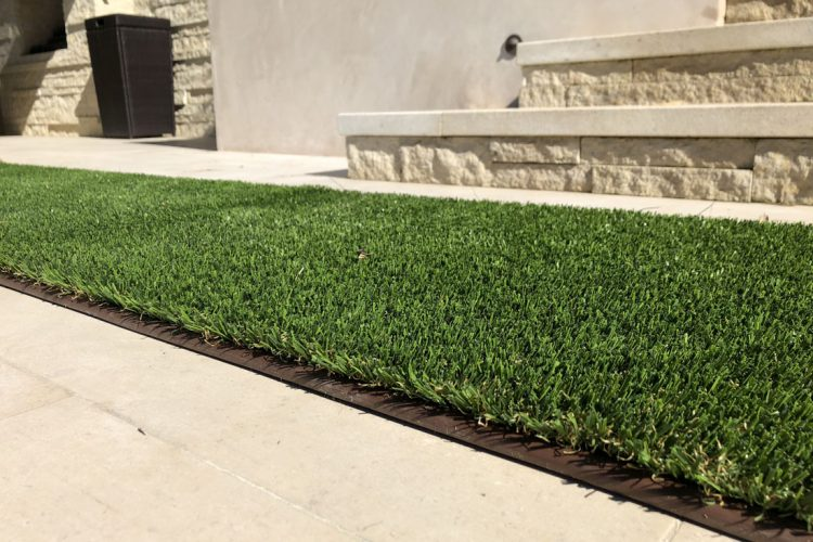 What is the Best Artificial Lawn Border?