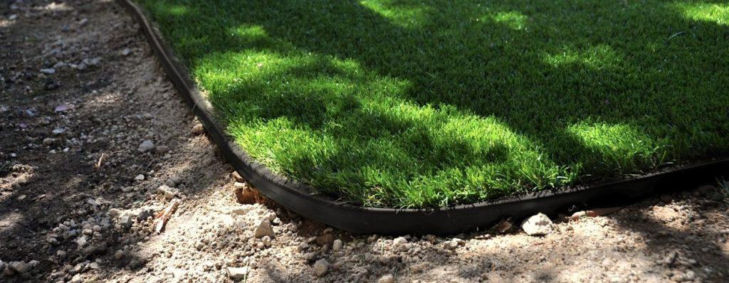 fake lawn perimeter idea